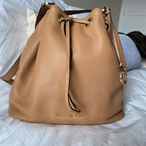 Michael Kors Jules Large Drawstring Shoulder Bag